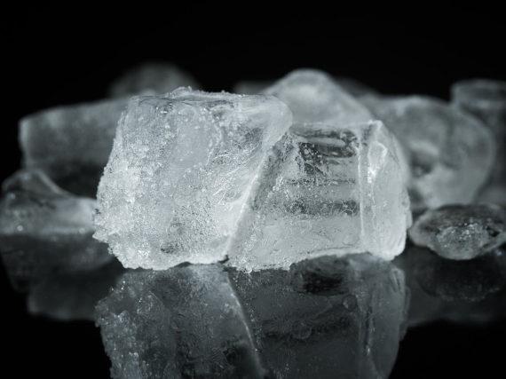 Ledus ūdenspīpē